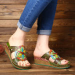 New SOCOFY Retro Floral Splicing Leather Wedge Sandals