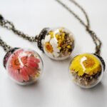 New              Vintage Daisy Transparent Glass Ball Necklace Handmade Dried Flower Pendant Long Necklace