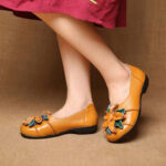 New              SOCOFY Retro Handmade Flower Decor Soft Flat Casual Leather Loafers