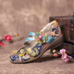 New              SOCOFY Retro Splicing Flowers Pattern Flat Hook Loop Leather Shoes
